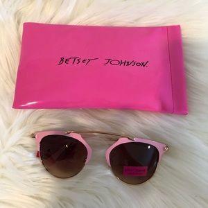 🆒🆕 Betsy Johnson Pastel Pink Sunglasses 🕶🌴☀️